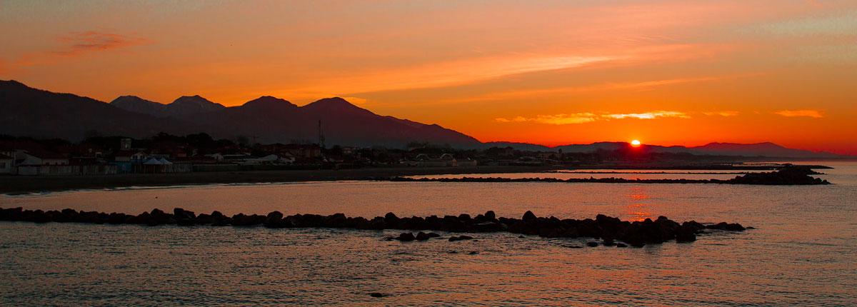 camping_calatella_tramonto_sul_mare_marina_di_massa