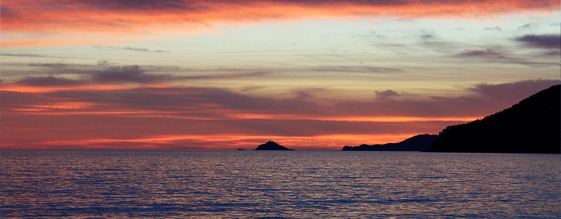 camping_mare_toscana_tramonto_massacarrara